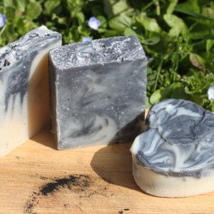 Le Nomade : savon naturel patchouli et charbon